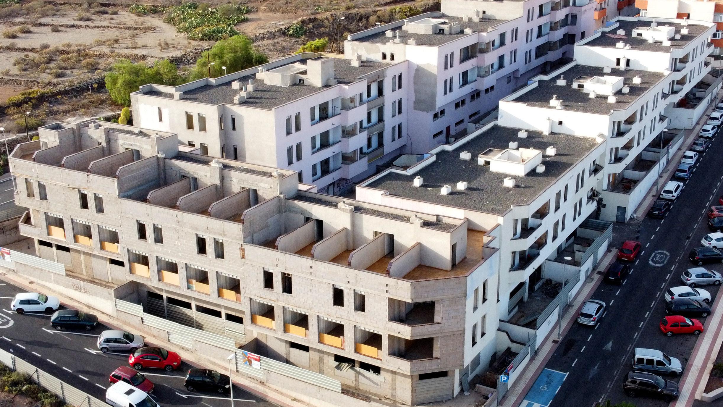 REFORMA Y LEGALIZACIÓN de 72 viviendas, oficinas locales y garajes